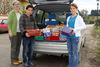BILD: Aktion-Weihnachten im Schuhkarton - Verladen der Pakete