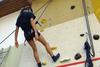 BILD: Kurs Klettern - beim Abseilen