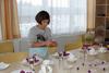 BILD: Kurs Kochen - Natalija beim Dekorieren